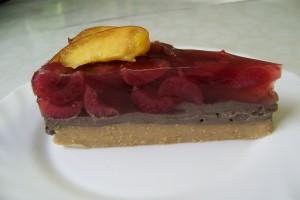 jáhlový dortík s tofu-carobovým krémem a ovocným agarem